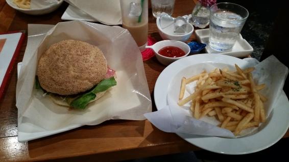 MMM Iki gyuu burger at mocha java!